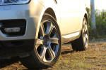 六辐的21寸轮圈,造型相对比较斯文。