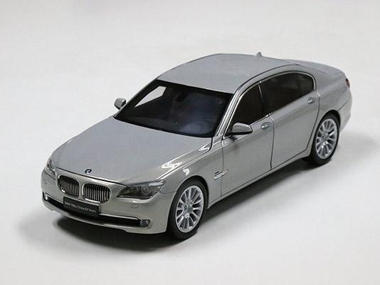 宝马760Li限量版车模(比例1:18)
