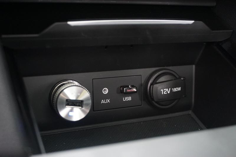 北京现代领动图库  配备了双区空调. 隐藏 驾驶席座椅有记忆功能.