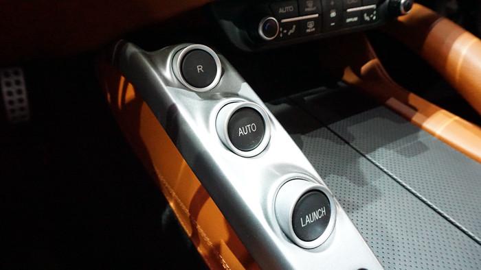 空调控制面板以及多媒体的实体按键区域