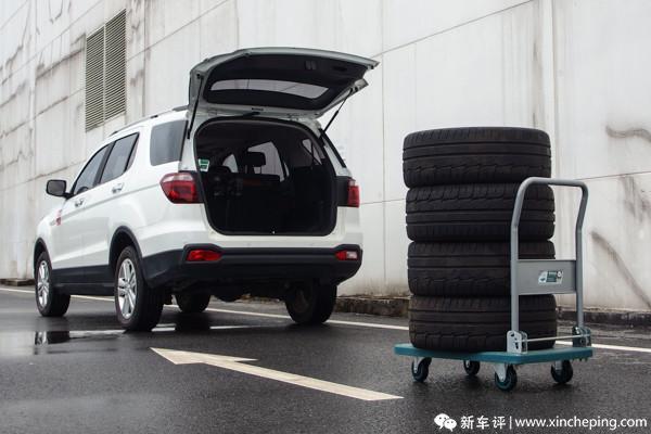 长安CX70长测(7)老板,四条轮胎对吧?马上送到!