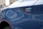 翼子板上的NETBLUE标识,代表这是汽油单动版本。