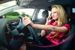 您怎么看?开车打电话和刷微信处罚不同