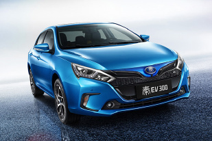 2017款比亚迪秦EV300上市 售23.59万起