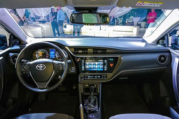 新款卡罗拉的仪表盘采用了全新的设计