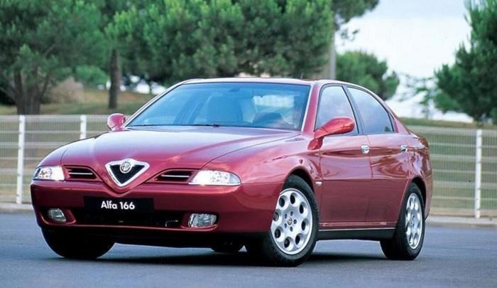 当年广汽与菲亚特集团(尚未并购克莱斯勒)进行了交易,意大利人给出了阿尔法罗密欧166平台以及菲亚特Pratola Serra系列中TwinSpark发动机的整套技术,而广汽方面给出的应该是提供建立合资厂的条件。 题外话:广汽菲亚特成立于2010年,并购克莱斯勒后改名为广汽菲克,此前菲亚特与南京汽车合作过,生产过西耶那等经典车型,但后面不了了之。 首先是传祺平台的发展历程: 1.