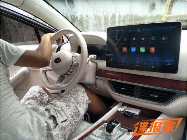 屏幕可旋转 比亚迪王朝概念车内
