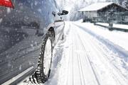 雨雪天遇突发也该一脚跺死刹车?跟老司机们说的不同啊