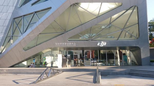我们在深圳搞了个飞机,顺便砸了大疆旗舰店