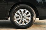實拍車使用了佳通Comfort 225系列輪胎,尺寸為215/65 R16,該系列輪胎主打節能性能,符合瑞風M4車型偏向商用的定位。