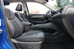 试驾车主副驾均使用电动座椅,但是主副驾都不支持腰部支撑调节,副驾也不带座椅高度调节。好在座椅的支撑性不错,填充物足够柔软舒适。