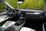 车厢内的设计风格与上代相比也是脱胎换骨。