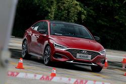 现代Lafesta场地小试:大家都想试的韩系车,比起思域如何?