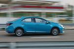 卡罗拉双擎E+增加了一个专属的蓝色配色。
