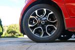 实拍车使用朝阳RP26系列轮胎,尺寸为175/60 R15,该系列轮胎主打舒适性,但是实际静音表现比较差。