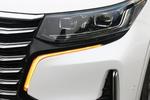 新车全系标配LED大灯,回旋镖状的日间行车灯同时集成了转向灯和示宽灯,辨识度很高。