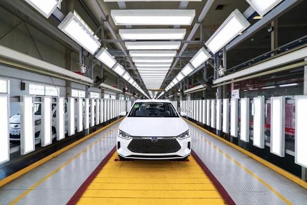 将于7月中旬正式上市,比亚迪e2量产车型在长沙下线
