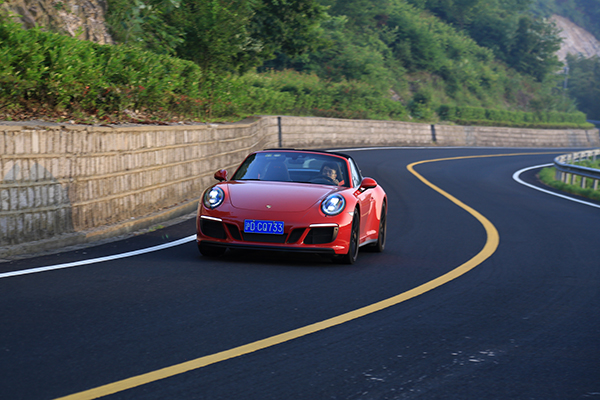 保时捷911 Targa 4GTS:说双离合、涡轮增压不好的,请开它