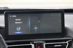 新车配备了语音交互系统,语音识别率和反应速度都很好。