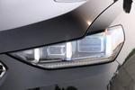 前大灯换装了矩阵式LED大灯,样式也有所改变,同时还可以选装激光大灯和像素大灯。
