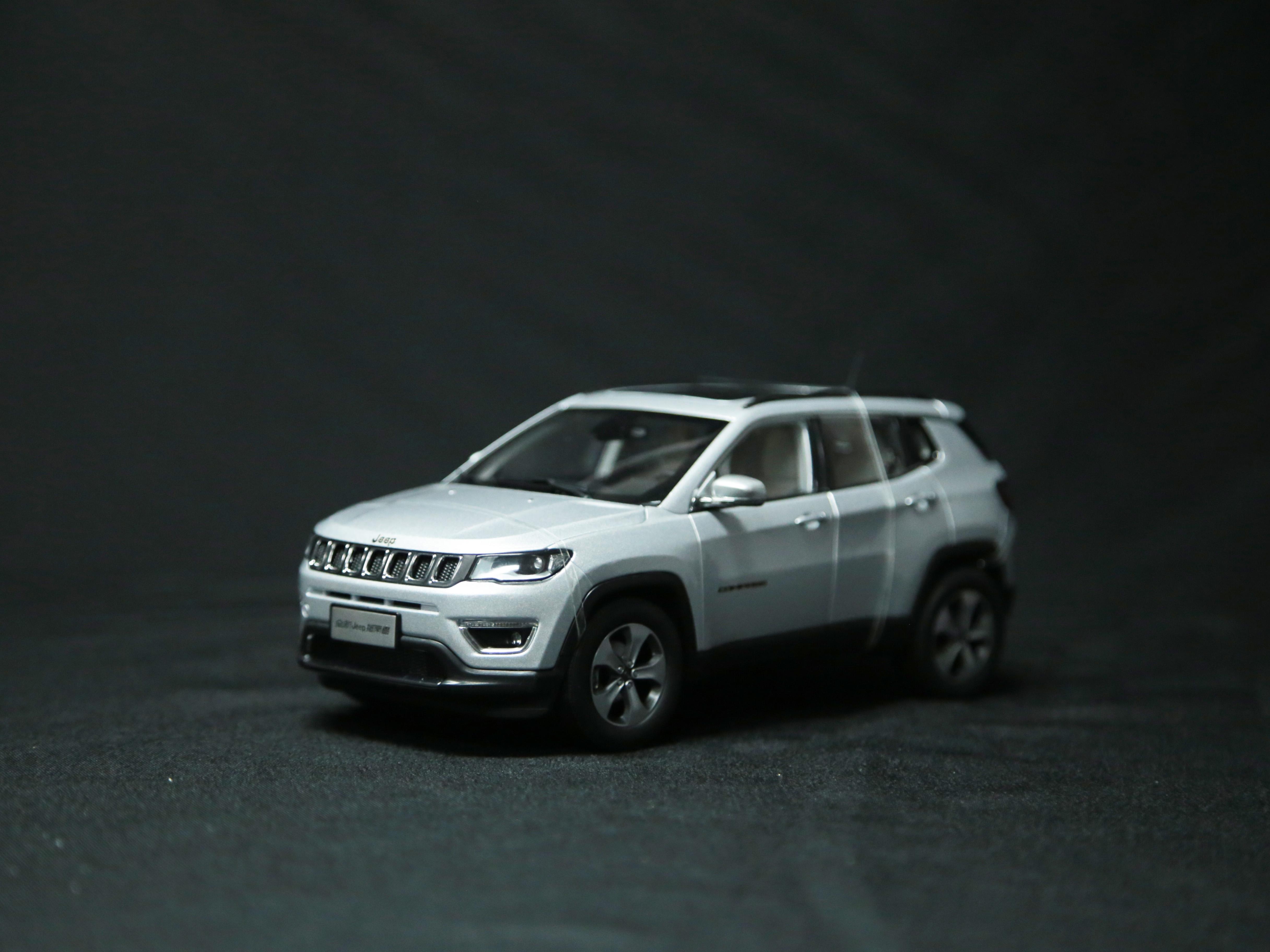 【車展特別版】Jeep指南者1:18車模