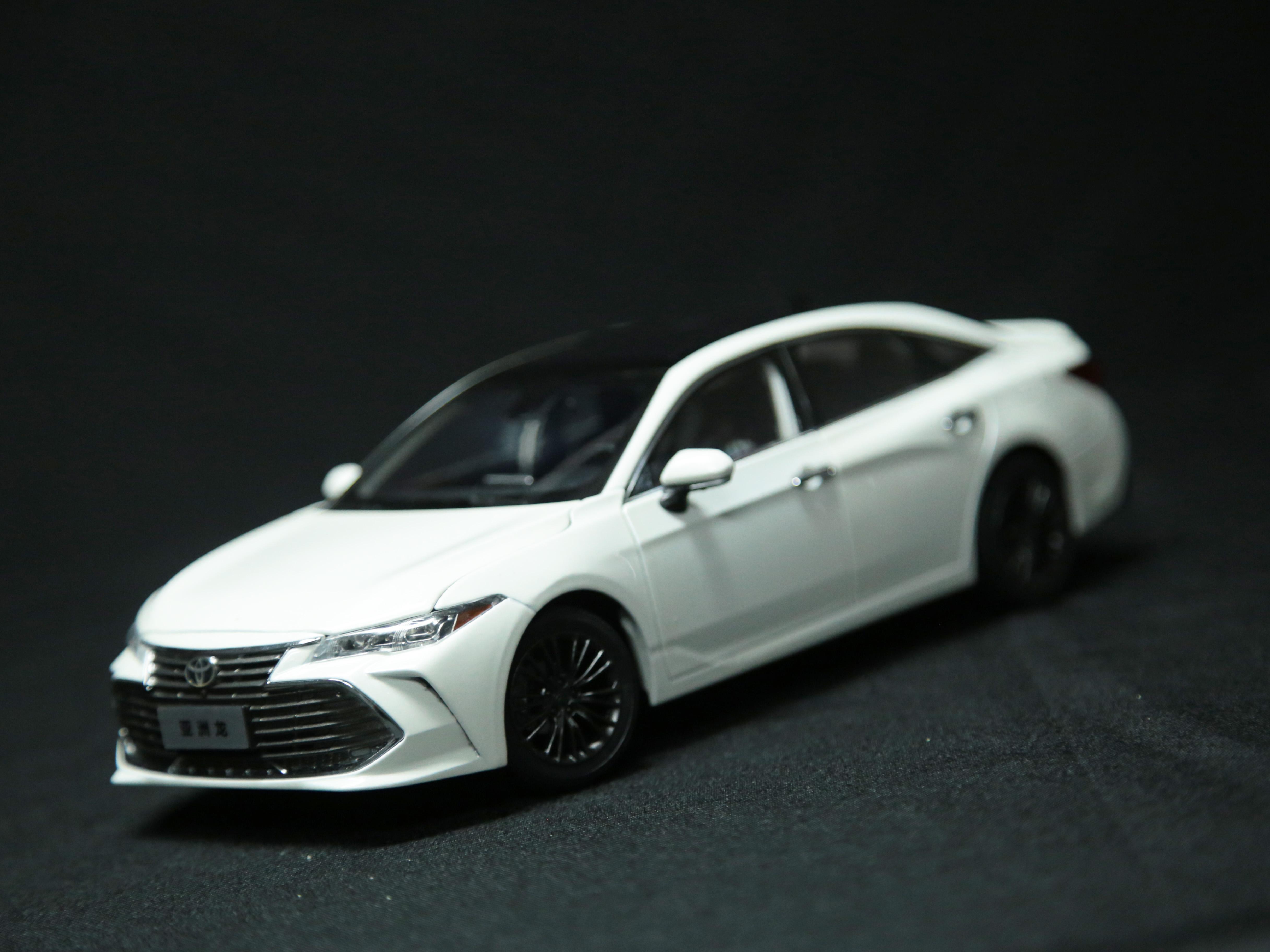 【車展特別版】豐田亞洲龍  1:18車模