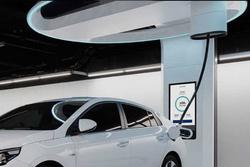 现代Hi-Charger充电概念:自适应不同位置充电口