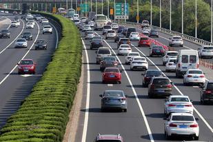 我国私家车保有量突破2亿辆,汽车市场空间巨大