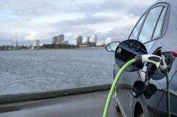 国际油价暴跌,电动车的末日到了?