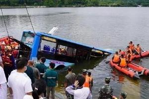 贵州安顺公交坠湖事件梳理,静待调查结果公布