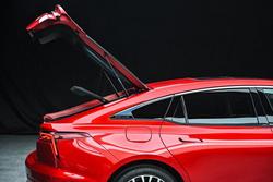 奔腾发布全新B70车尾细节图,掀背尾门设计成最大亮点