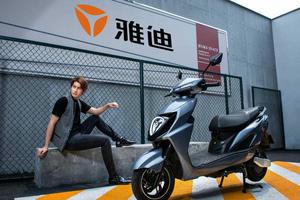 雅迪冠能系列新品全球首发,充满电能绕北京五环跑一圈还多