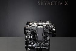 压燃来袭!长安马自达正式发布压燃CX-30/昂克赛拉售价