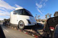 电池500kWh/5秒加速 特斯拉Semi卡车下半年投产