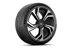 千呼万唤始出来 米其林为运动型电动车提供PS EV轮胎
