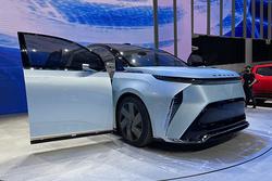 探馆大通展台,他们的MIFA EV概念车竟然没有副驾座椅?