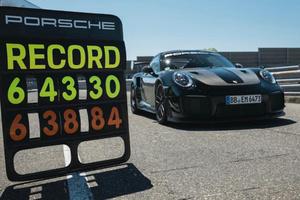 保时捷911 GT2RS刷新纽北最速量产车纪录,时间缩短近5秒